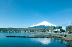 山中湖旅館目の前富士山、湖畔