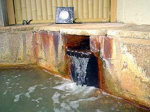 奥城崎温泉 露天風呂の湯口